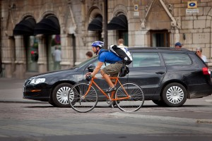 Bicycle+messenger+vs+car+in+Helsinki+106381