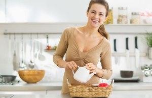 woman-serving-tea